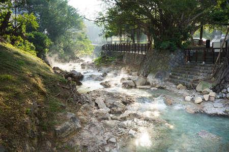 Landschap van warm water stroom bij Beitou, Taipei, Taiwan Stockfoto