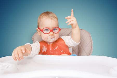 "little kid with glasses. mouth milk. finger the top. ""good idea!"" Reklamní fotografie"