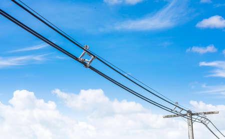 Elektrischen Draht Blauen Himmel Und Weißen Wolken Hintergrund ...