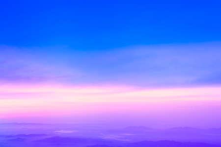 日没後のカラフルな空。自然の空の背景。