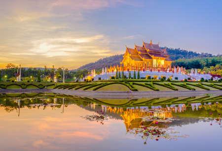 호 캄 루앙 치앙마이, 태국 로얄 플로라 사원 (ratchaphreuk) 북부 태국 스타일의 건물입니다. 스톡 콘텐츠