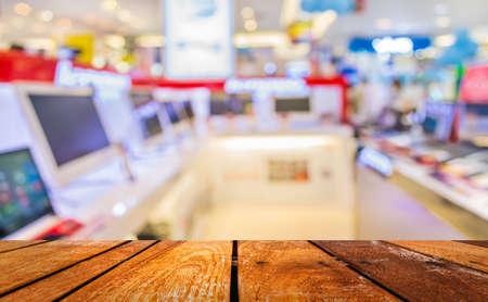 pracoviště: rozmazání obrazu eletronic obchodního domu s bokeh pro použití na pozadí.