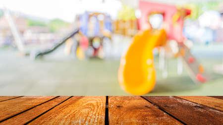 Defocused e sfocatura immagine di giochi per bambini al parco pubblico per l'utilizzo di sfondo. Archivio Fotografico