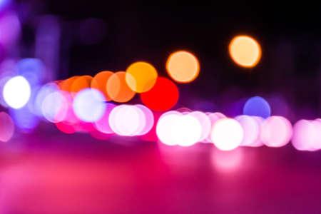画像は、バック グラウンドの使用のための夜の時間で紫トーン ライト通りボケ味をぼかし。