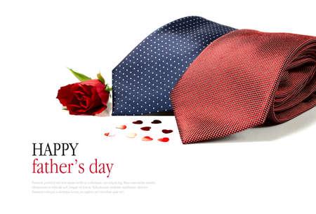 noeud papillon: Le concept d'image de jour de p�re heureux avec les liens de deux homme d'affaires intelligent g�n�rique crois�s avec des coeurs et une rose rouge sur un fond blanc. Copiez l'espace. Banque d'images