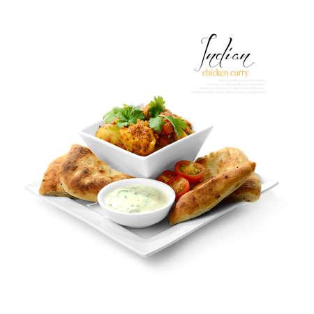 Hoge sleutel studio shot van vers bereide Indiase kip curry gerecht Selectief aangestoken om zachte schaduwen kleur te maken gecorrigeerd tot een zwarte en witte achtergrond kopiëren ruimte te creëren Stockfoto