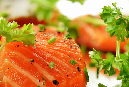 Macro image of fresh salmon fillet with garnish and cracked black pepper. Copy space. Standard-Bild