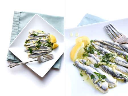 sardinas: Imagen Dual de Boquerones frescos sobre un fondo claro con ajo, perejil y aceite de oliva virgen extra. Diseñado en blanco con un generoso espacio de copia. La imagen perfecta para su diseño de portada de menú de mariscos.