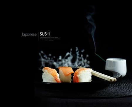 japanese sake: Creativamente iluminado sushi japonés fresca sobre un fondo negro. La imagen perfecta para para su diseño cubierta del menú asiático. Alojamiento para espacio de copia.