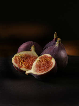 Californian Mission Black Figs still-life shot against a dark, rustic background with generous accommodation for copy space. Archivio Fotografico