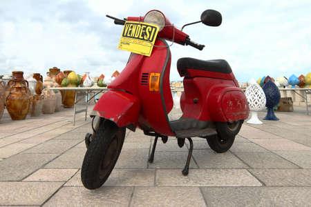 Motocicleta en venta en Italia Editorial