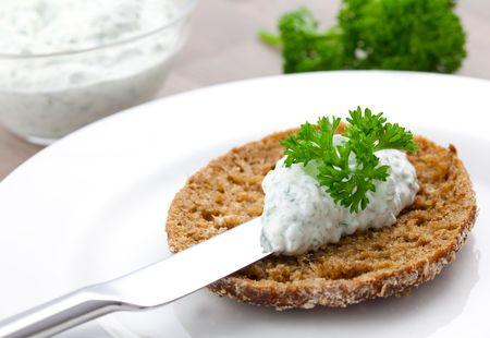 bap: Quark und Broetchen auf Teller  curd and bap on plate