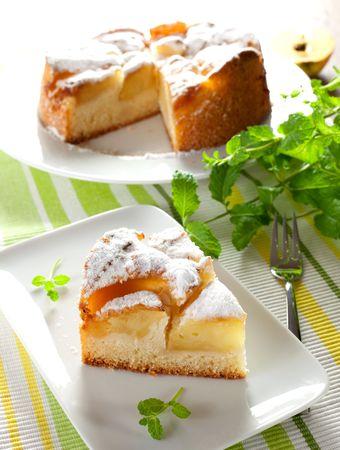 pie de manzana: una pieza de dulce tarta de manzana al horno