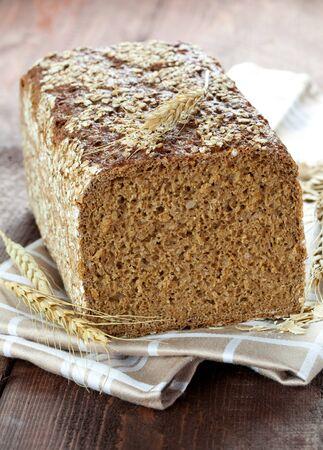 dishtowel: fresh wholemeal bread on dishtowel