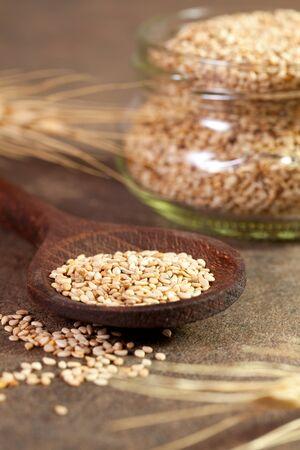 semi di sesamo fresco il cucchiaio di legno