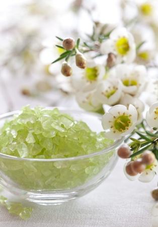 zielony łaźni soli i kwiat
