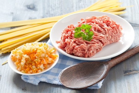carne macinata: carni macinate e verdure per bolognese