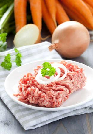 carne macinata: fresh minced meat with onion