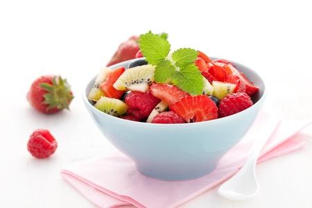 in een kom verse fruitsalade  Stockfoto