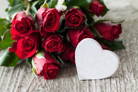 red roses and heart for valentines day