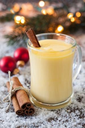 eggnog: ponche de huevo fresco con canela para Navidad