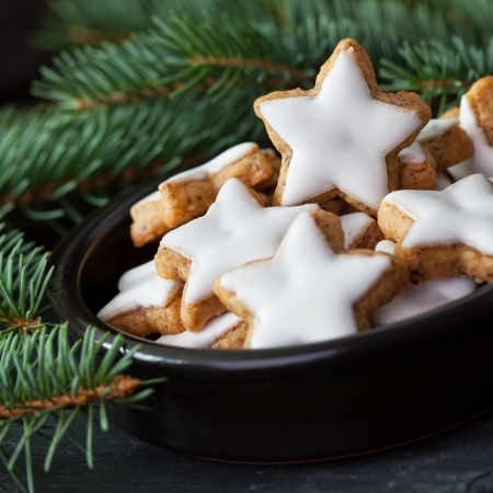 gingerbread: fresh aniseed biscuits in a bowl