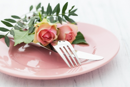 valentin day: table setting with roses