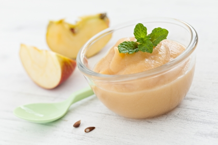 compote: fresh applesauce in a bowl