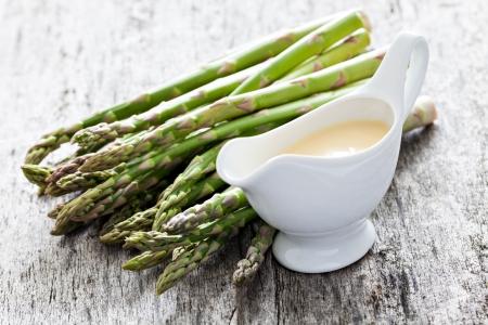 sauce hollandaise and asparagus