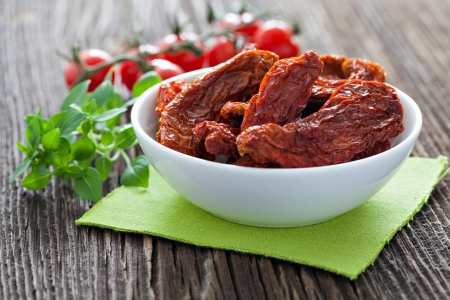 dried tomatoes in a bowl  Standard-Bild