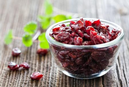 dried cranberries in a bowl Standard-Bild