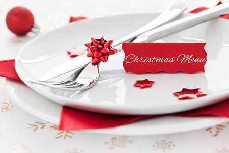 christmas dish: christmas table setting with tag and text