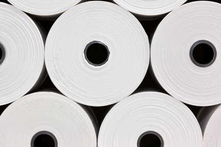 papel reciclado: Un conjunto del libro blanco de rollos para impresoras POS Foto de archivo