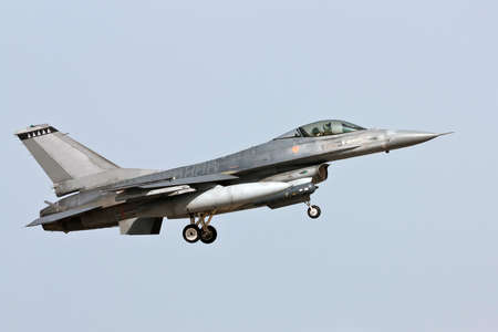 lockheed martin: Lockheed Martin F-16 - Approach in Monte Real - Portugal