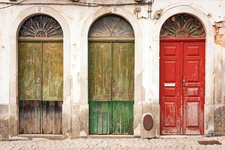 facade: fachada del edificio abandonado con tres puertas Foto de archivo