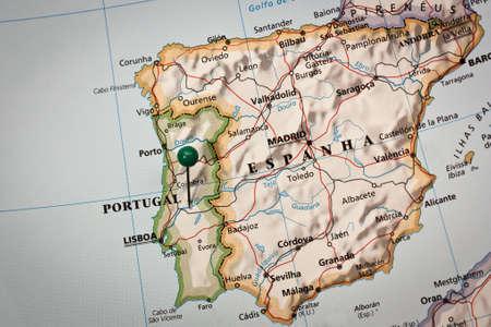 Gros plan d'une marque sur la carte impressionné de la péninsule ibérique