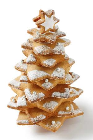 白い背景の上のクリスマス ツリーのクッキー