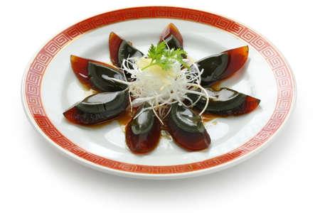 plat chinois: oeuf si�cle, la cuisine chinoise, sur une plaque