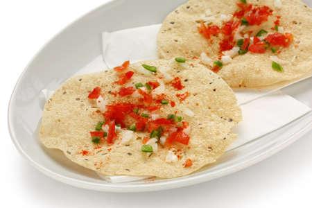 masala: masala papad, la comida tradicional de la India Foto de archivo