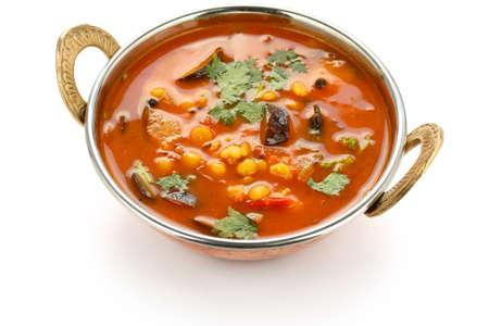 tamarindo: sambar, al sur de la cocina india, en el fondo blanco