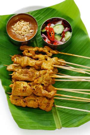 pinchos morunos: satay de carne, satay de carne de cerdo, cocina tailandesa