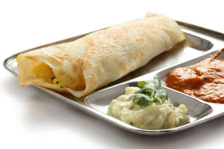 crepas: masala dosa, crujiente de crepes rellenos de patatas condimentadas, al sur de la comida india