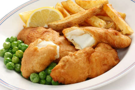 fish and chips: pescado y patatas fritas, comida brit�nica