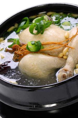 sopa de pollo: samgyetang, sopa de pollo con ginseng, la comida coreana