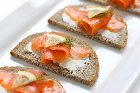 saumon fum�: canap�s de saumon fum�