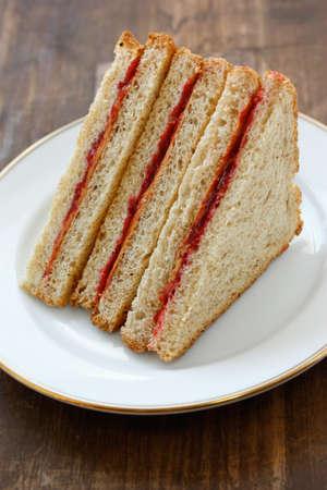 jam sandwich: peanut butter & jelly sandwich