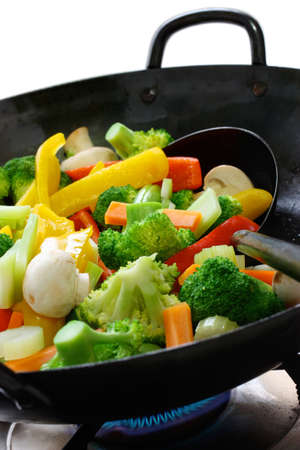 to stir up: stir-fried vegetables in a chinese wok
