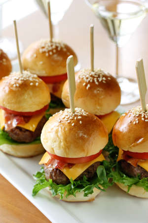 mini hamburgers, mini burgers
