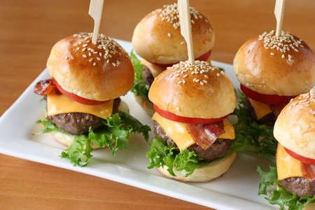 mini hamburgers, mini burgers