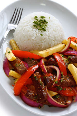 lomo saltado, la cocina peruana Foto de archivo